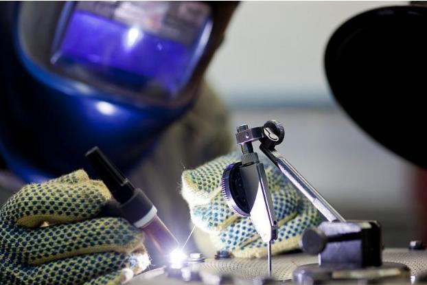 Заваряване на метални изделия и конструкции