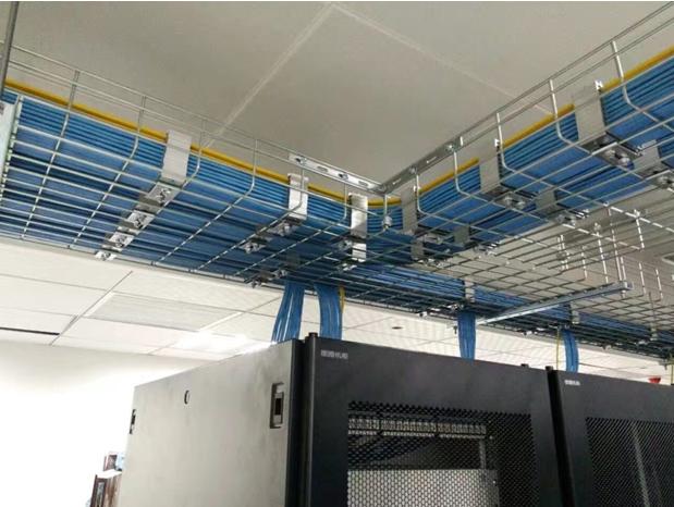 Практики за заземяване и свързване на кабелни скари - метални кабелни тави